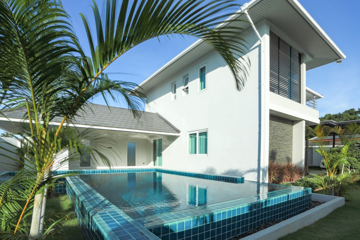 2 Storey House with private swimming pool for sale at Nong Pla Lai ...